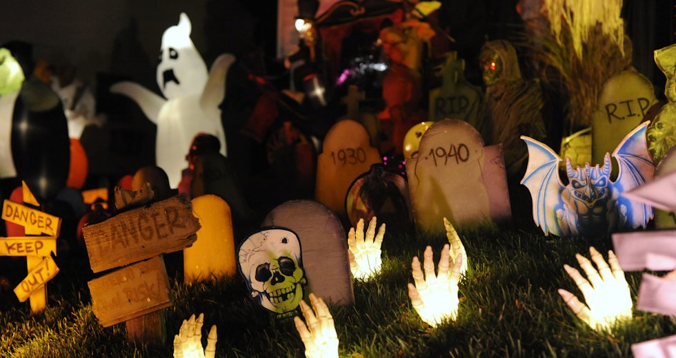 best-outdoor-halloween-decorations